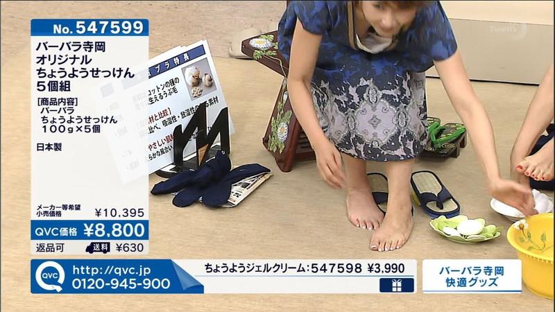 【キャプエロ画像】通販専門チャンネルでまさかの胸チラ発見!? 36