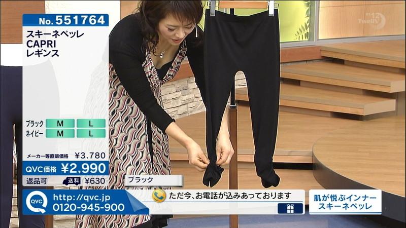 【キャプエロ画像】通販専門チャンネルでまさかの胸チラ発見!? 39