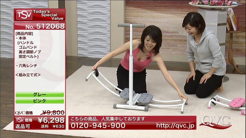 【キャプエロ画像】通販専門チャンネルでまさかの胸チラ発見!? 44
