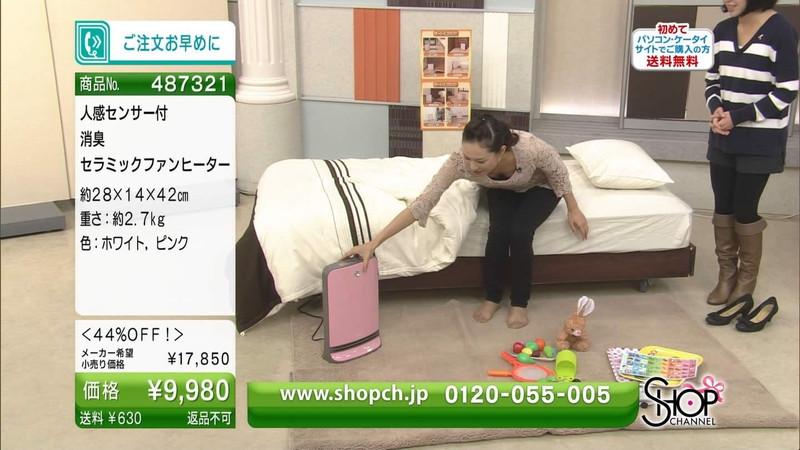 【キャプエロ画像】通販専門チャンネルでまさかの胸チラ発見!? 45
