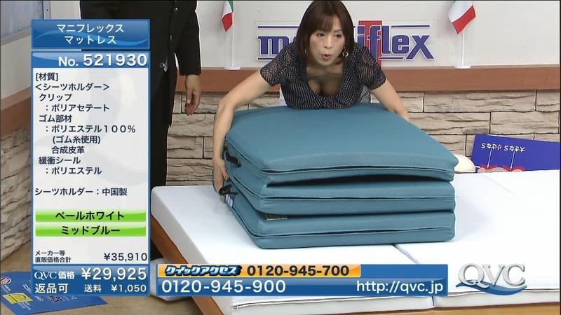 【キャプエロ画像】通販専門チャンネルでまさかの胸チラ発見!? 49