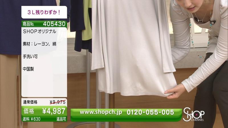 【キャプエロ画像】通販専門チャンネルでまさかの胸チラ発見!? 53