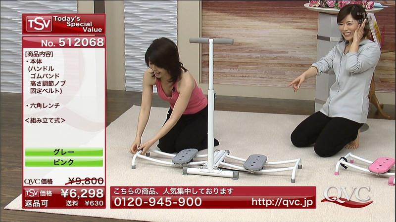 【キャプエロ画像】通販専門チャンネルでまさかの胸チラ発見!? 55