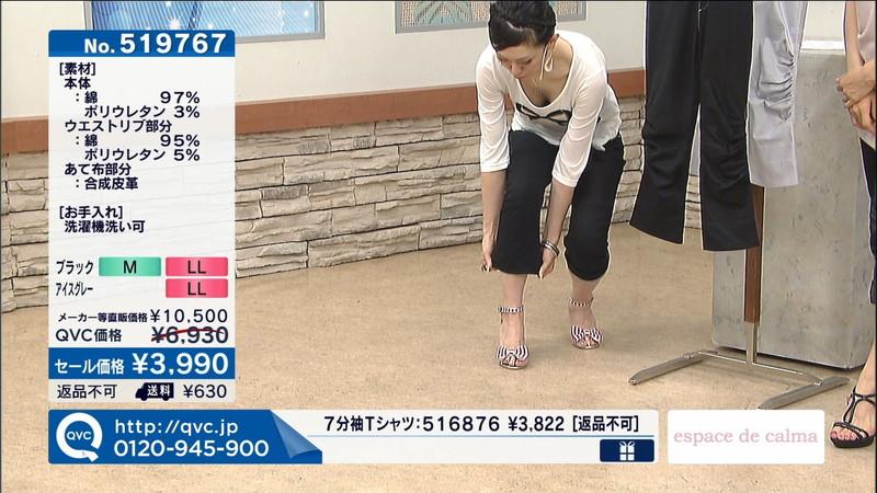 【キャプエロ画像】通販専門チャンネルでまさかの胸チラ発見!? 67