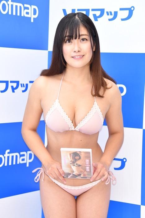 【国友愛佳エロ画像】90cmFカップエロボディの30代グラビアアイドル美女 30