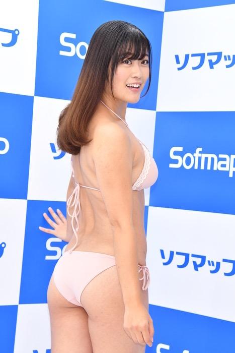 【国友愛佳エロ画像】90cmFカップエロボディの30代グラビアアイドル美女 32