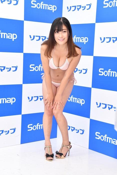 【国友愛佳エロ画像】90cmFカップエロボディの30代グラビアアイドル美女 34