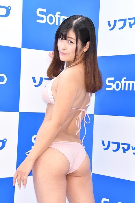 【国友愛佳エロ画像】90cmFカップエロボディの30代グラビアアイドル美女 41