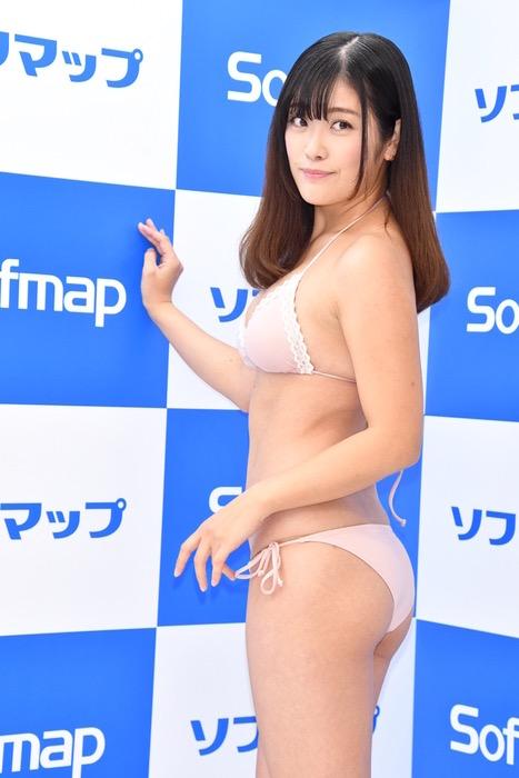 【国友愛佳エロ画像】90cmFカップエロボディの30代グラビアアイドル美女 48