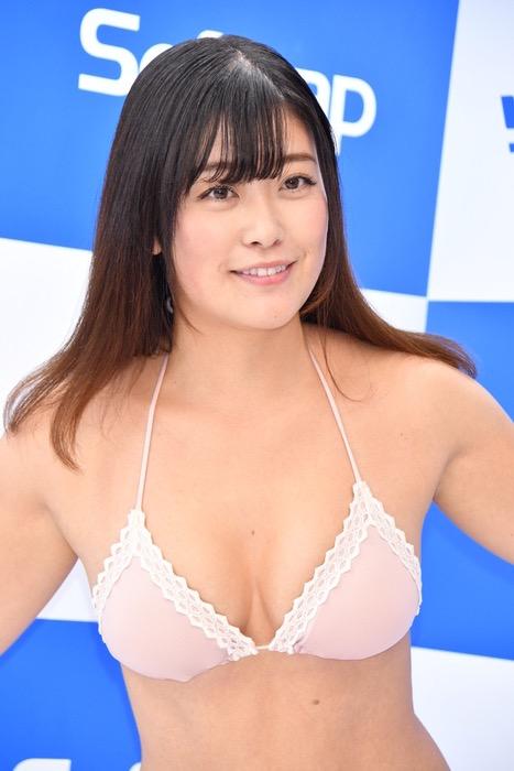 【国友愛佳エロ画像】90cmFカップエロボディの30代グラビアアイドル美女 49