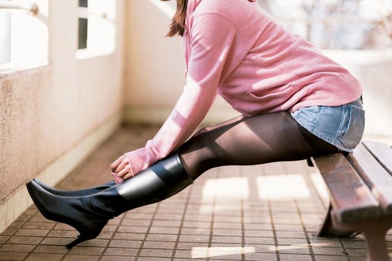 【タイツエロ画像】冬は露出が減るけど着衣エロが見られるのがイイよねw 13