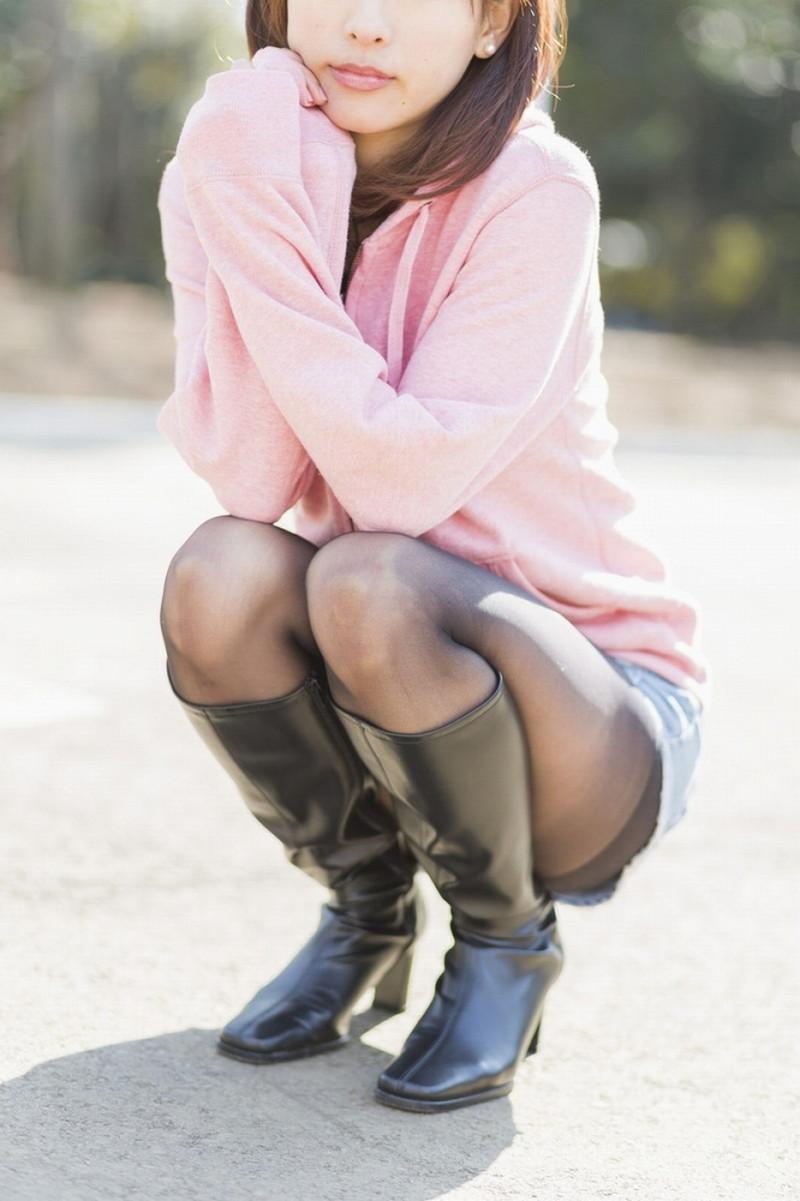 【タイツエロ画像】冬は露出が減るけど着衣エロが見られるのがイイよねw 31