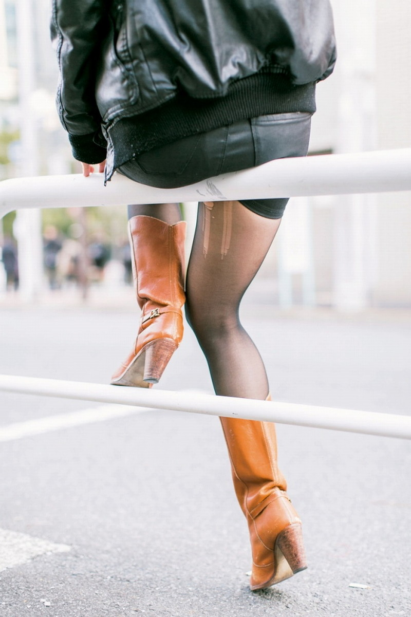 【タイツエロ画像】冬は露出が減るけど着衣エロが見られるのがイイよねw 35