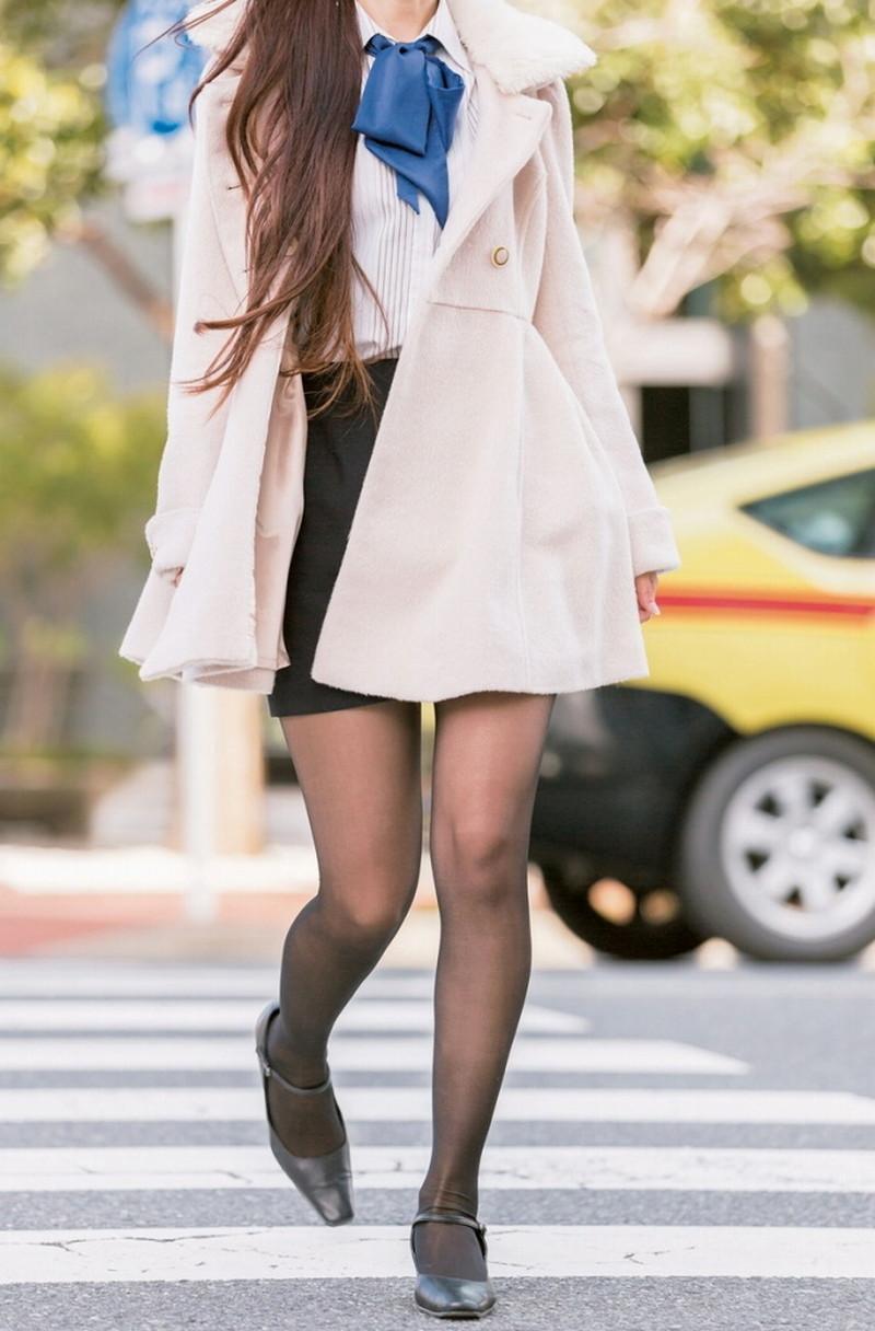 【タイツエロ画像】冬は露出が減るけど着衣エロが見られるのがイイよねw 45