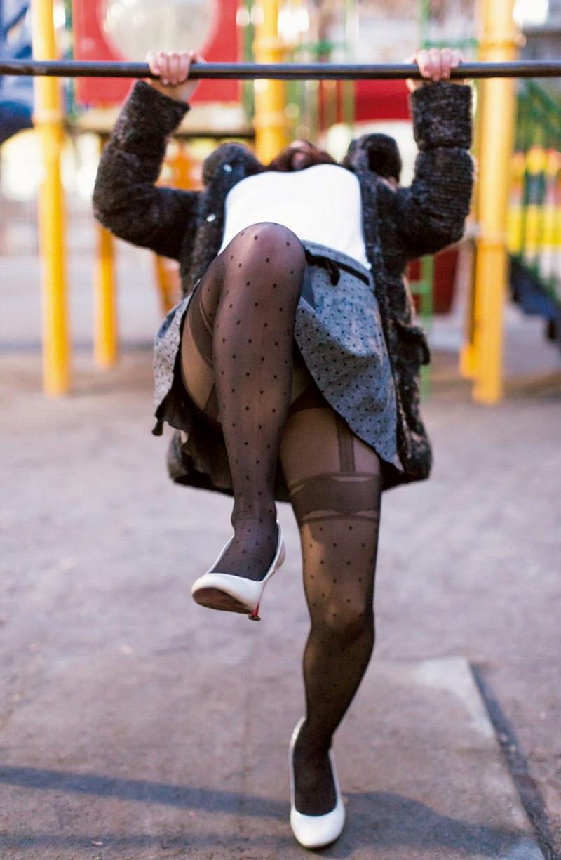 【タイツエロ画像】冬は露出が減るけど着衣エロが見られるのがイイよねw 58