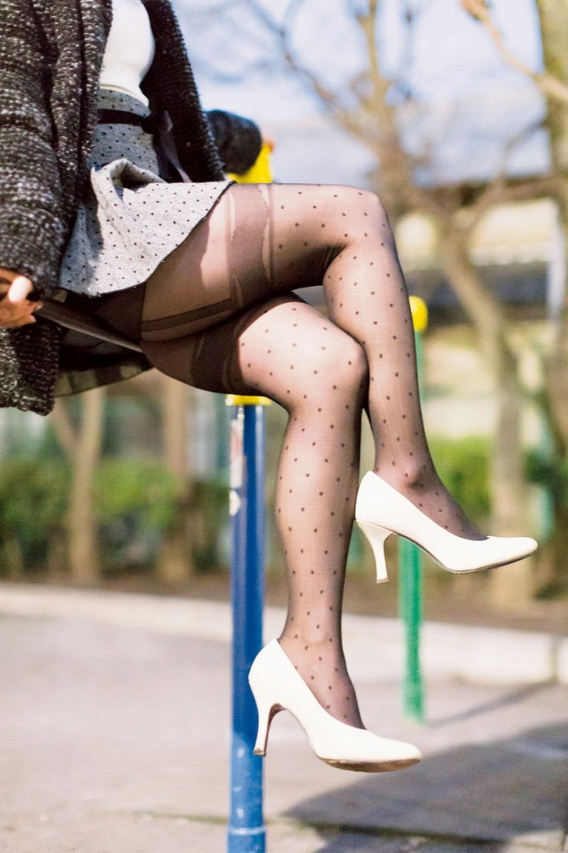 【タイツエロ画像】冬は露出が減るけど着衣エロが見られるのがイイよねw 59