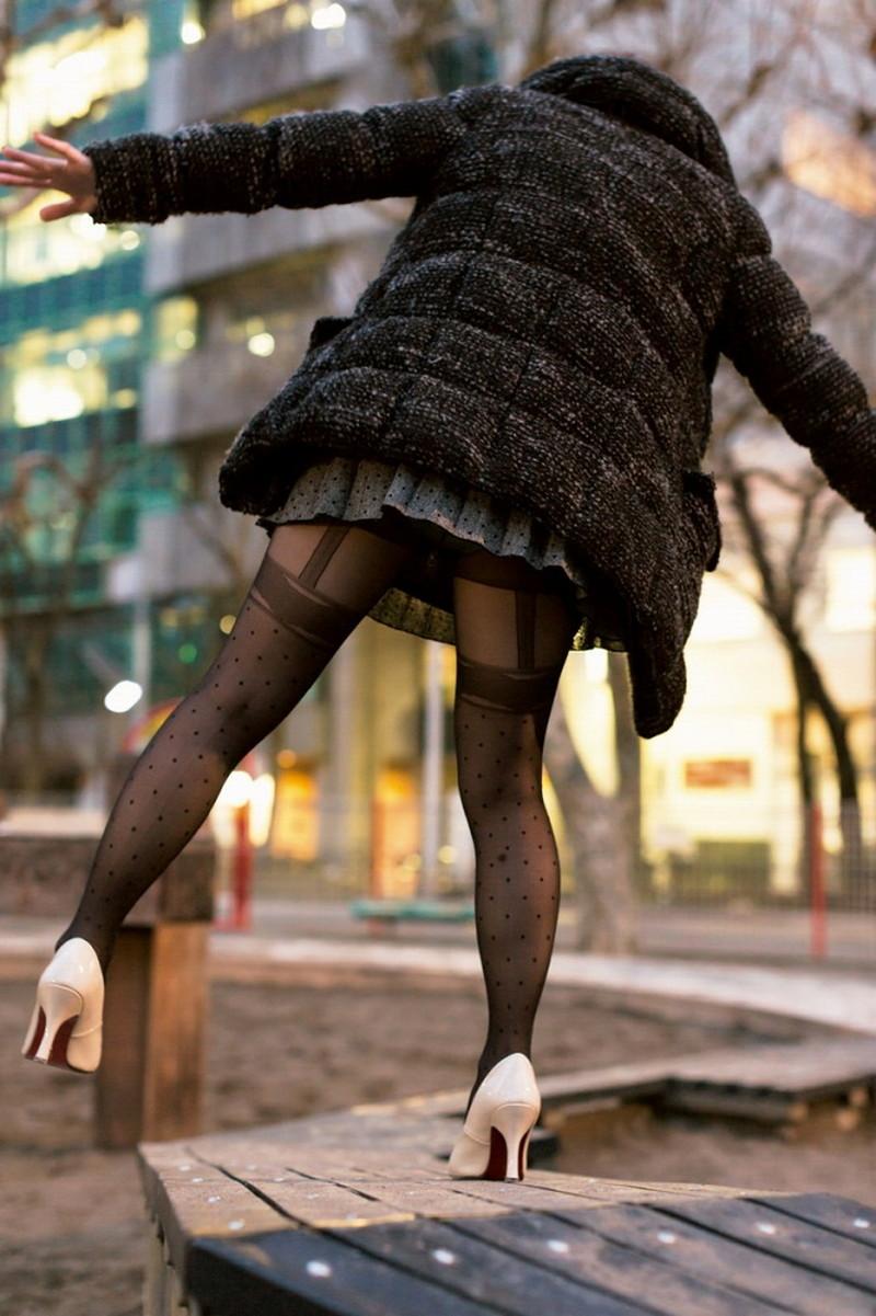 【タイツエロ画像】冬は露出が減るけど着衣エロが見られるのがイイよねw 68