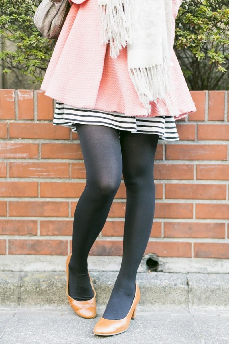 【タイツエロ画像】冬は露出が減るけど着衣エロが見られるのがイイよねw 75