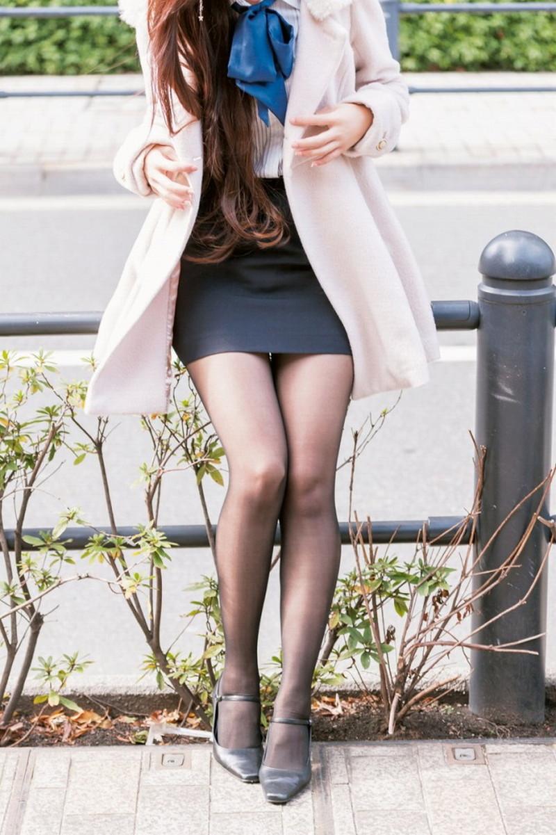 【タイツエロ画像】冬は露出が減るけど着衣エロが見られるのがイイよねw 77
