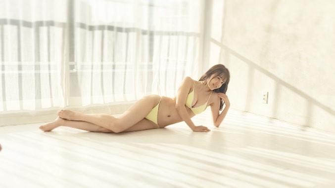 【由良朱合グラビア画像】元アイドルやってた現役JDのセクシー水着姿 04
