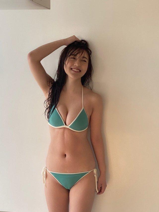 【由良朱合グラビア画像】元アイドルやってた現役JDのセクシー水着姿 15