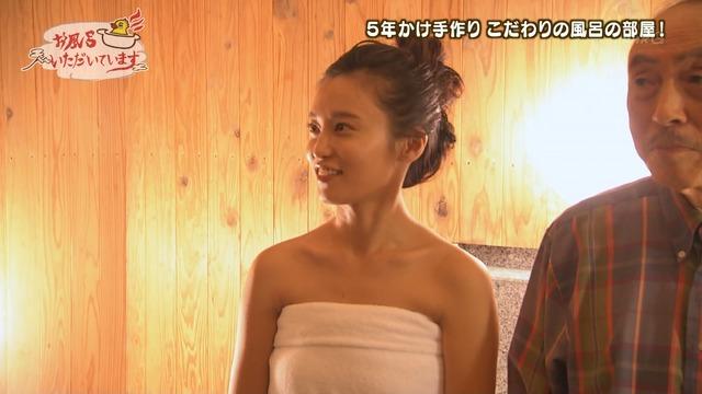 【小島瑠璃子キャプ画像】自粛で体重が増えたから痩せないとグラビア辞めるってw 16