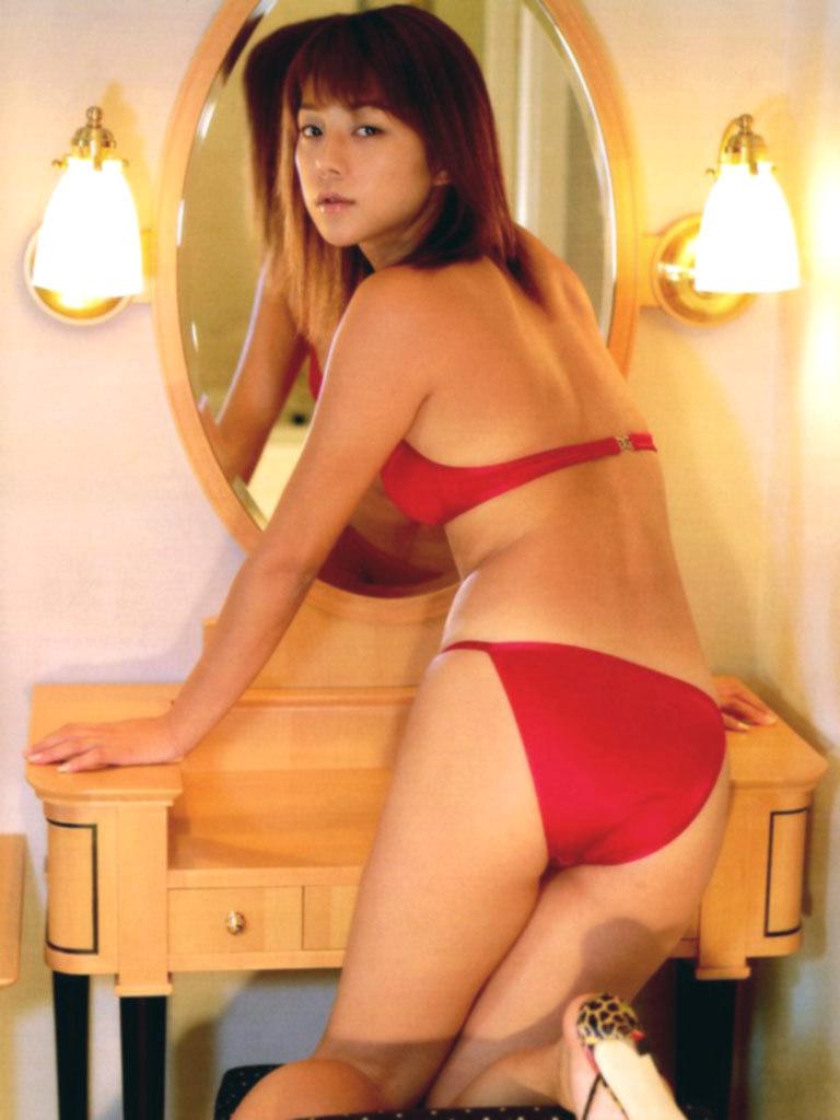 【吉岡美穂お宝画像】あのIZAMと結婚した元グラビアアイドルの貴重なエロ写真 13