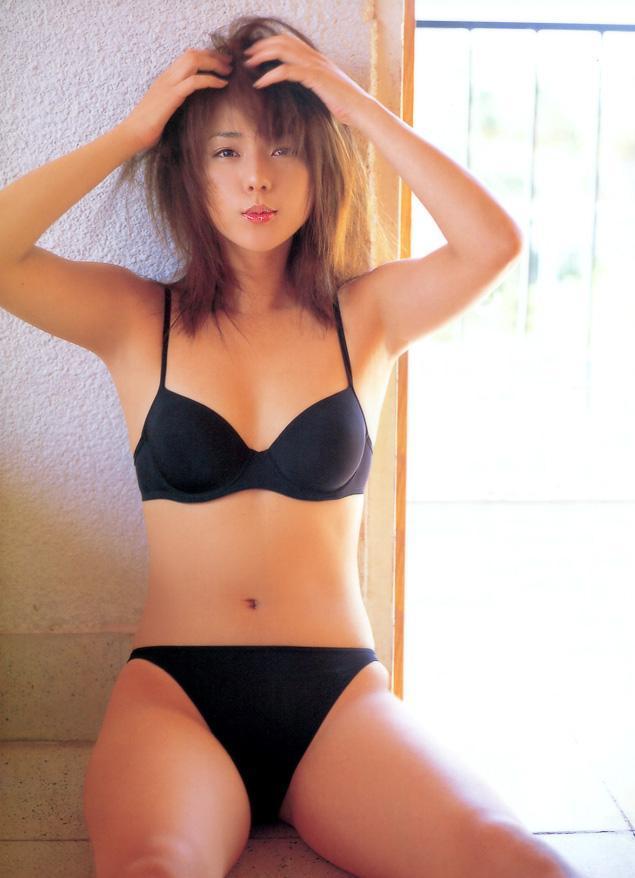 【吉岡美穂お宝画像】あのIZAMと結婚した元グラビアアイドルの貴重なエロ写真 25