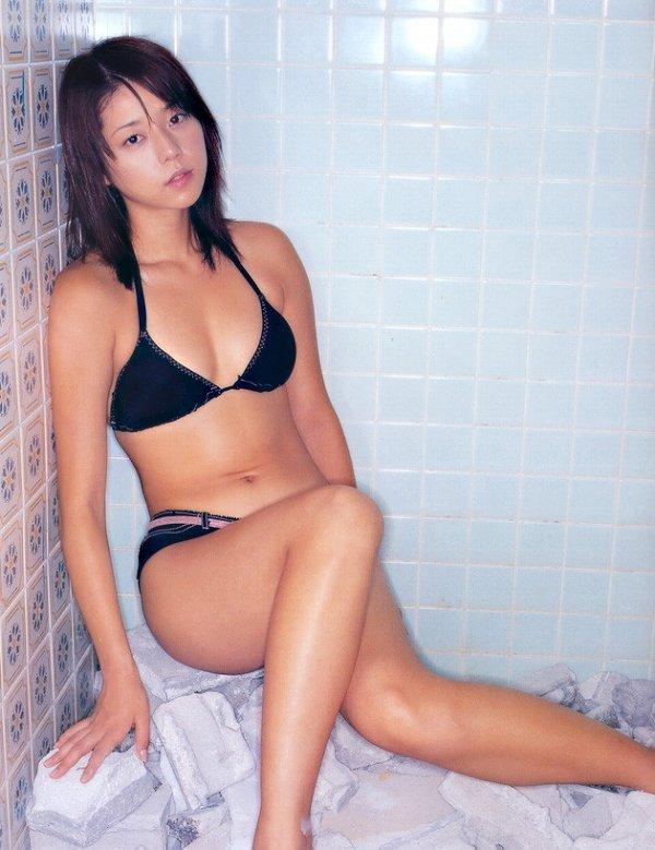 【吉岡美穂お宝画像】あのIZAMと結婚した元グラビアアイドルの貴重なエロ写真 53