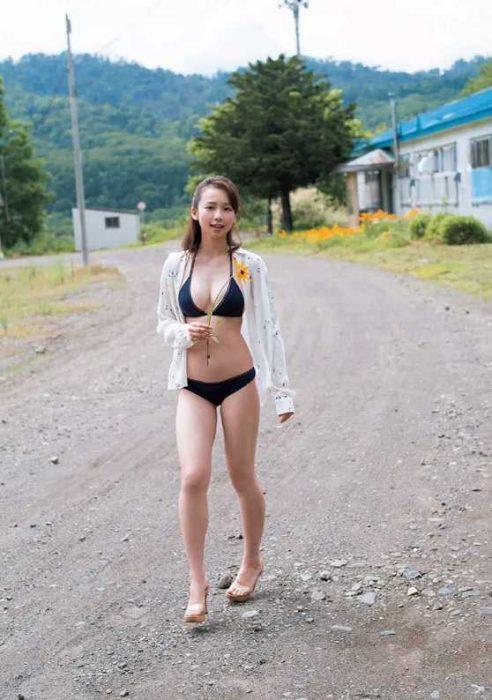 【華村あすかグラビア画像】女優やってるけど水着姿もいっぱい撮って欲しい! 09