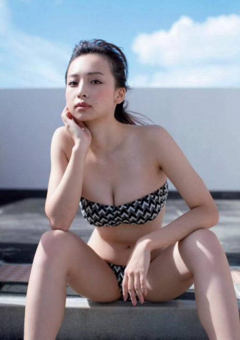 【華村あすかグラビア画像】女優やってるけど水着姿もいっぱい撮って欲しい! 14