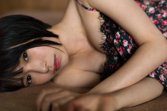 【つぶらグラビア画像】奇跡のスレンダー巨乳美少女の激エロビキニ画像! 110