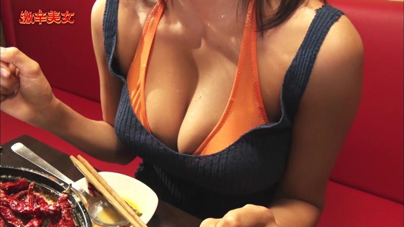【わちみなみキャプ画像】Hカップ爆乳の谷間に滴る汗が艶めかしい! 10