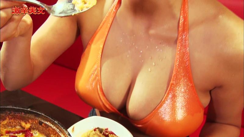 【わちみなみキャプ画像】Hカップ爆乳の谷間に滴る汗が艶めかしい! 25