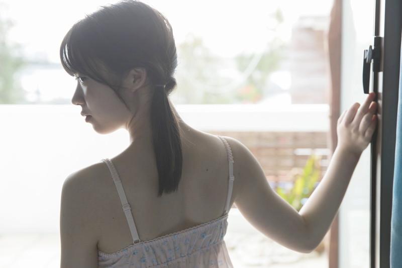 【山岸理子エロ画像】アイドル的な可愛さの中にセクシーさを垣間見る 03