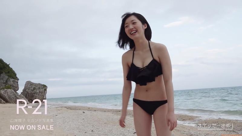 【山岸理子エロ画像】アイドル的な可愛さの中にセクシーさを垣間見る 05