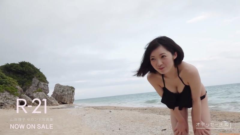 【山岸理子エロ画像】アイドル的な可愛さの中にセクシーさを垣間見る 10