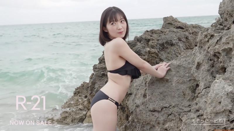 【山岸理子エロ画像】アイドル的な可愛さの中にセクシーさを垣間見る 17