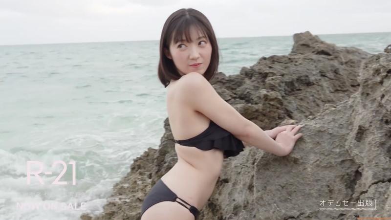 【山岸理子エロ画像】アイドル的な可愛さの中にセクシーさを垣間見る 33
