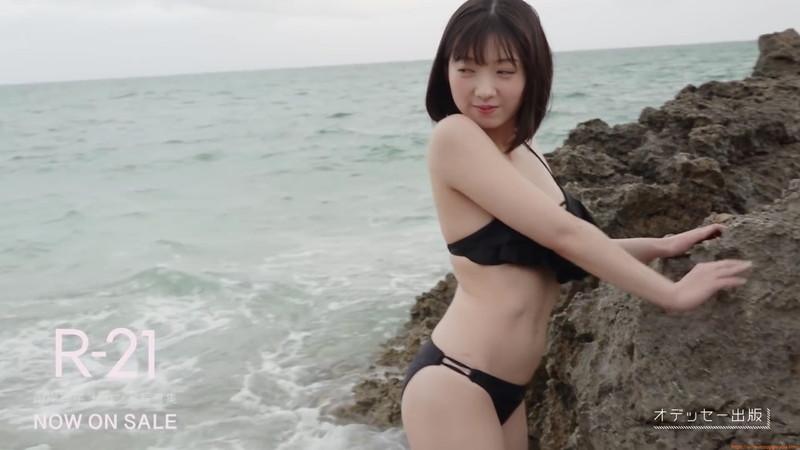 【山岸理子エロ画像】アイドル的な可愛さの中にセクシーさを垣間見る 34