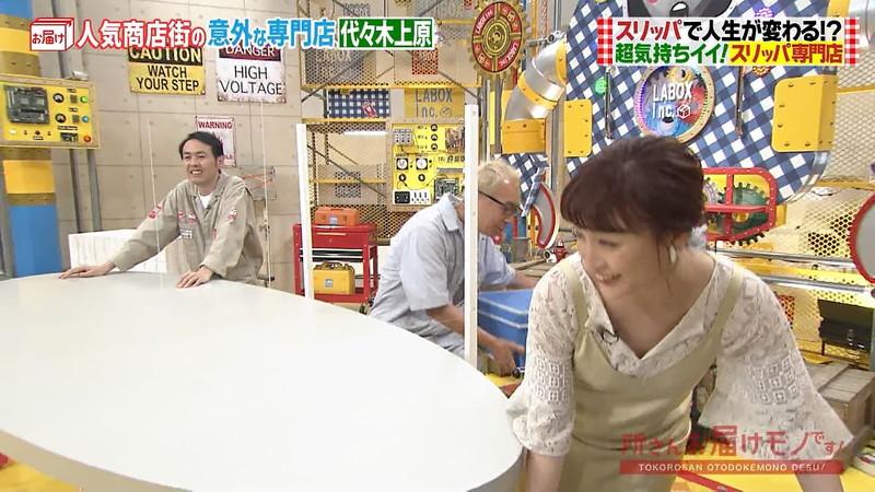 【新井恵理那キャプ画像】人気アラサー女子アナのニット越しおっぱい! 62