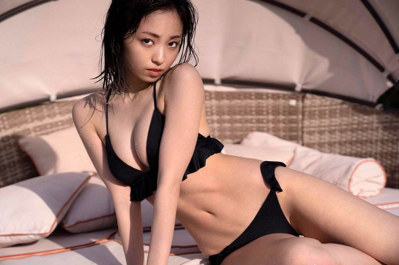 【櫻坂46エロ画像】改名して新しいスタートを切ったグループアイドルの水着写真