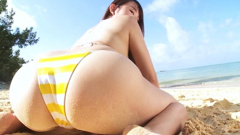 【桜井木穂キャプ画像】水着からはみ出しまくったIカップ爆乳を揉みまくりたい!