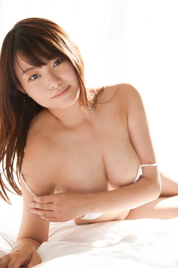 【桜井木穂キャプ画像】水着からはみ出しまくったIカップ爆乳を揉みまくりたい! 62