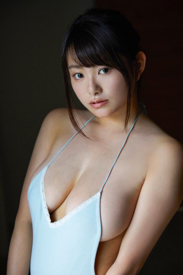【桜井木穂キャプ画像】水着からはみ出しまくったIカップ爆乳を揉みまくりたい! 63