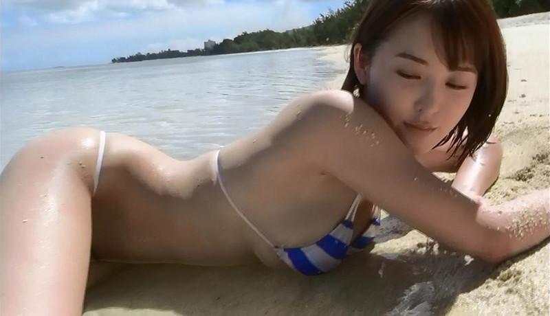 【忍野さらキャプ画像】マイクロビキニやスーパーハイレグがエロ過ぎる美女! 04