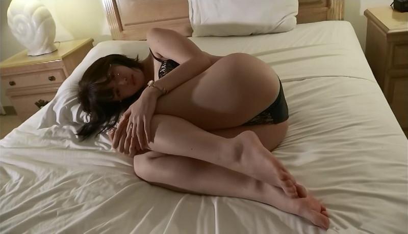 【忍野さらキャプ画像】マイクロビキニやスーパーハイレグがエロ過ぎる美女! 40