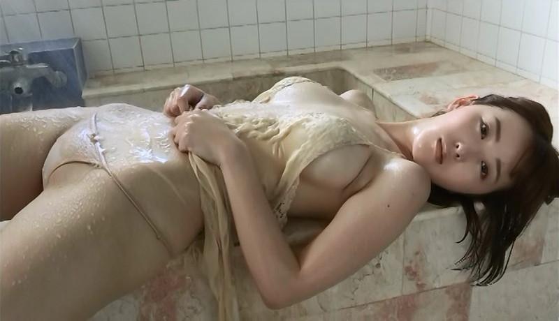 【忍野さらキャプ画像】マイクロビキニやスーパーハイレグがエロ過ぎる美女! 55