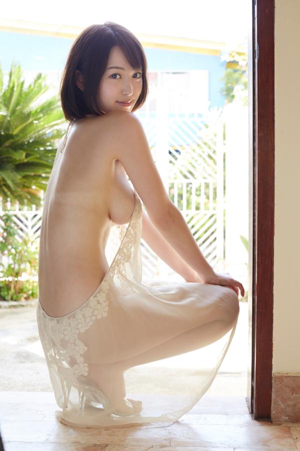 【忍野さらキャプ画像】マイクロビキニやスーパーハイレグがエロ過ぎる美女! 58