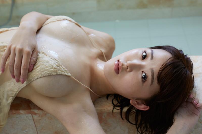 【忍野さらキャプ画像】マイクロビキニやスーパーハイレグがエロ過ぎる美女! 60